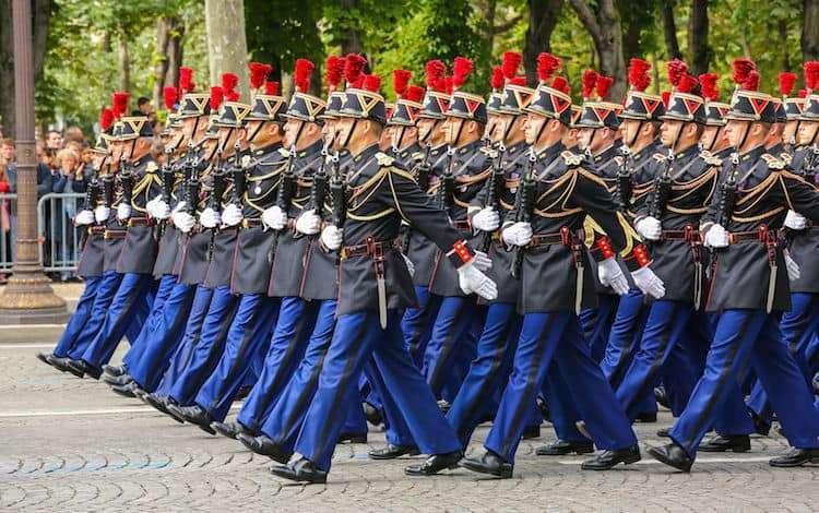 14 Luglio Festa Nazionale a Parigi parata militare per la Presa della Bastiglia