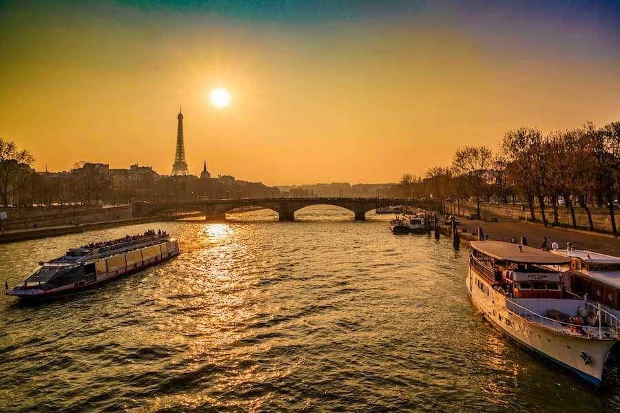 Agosto a Parigi: cosa fare e normative Covid