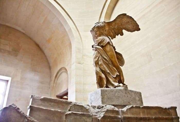 La Nike di Samotracia al Museo del Louvre