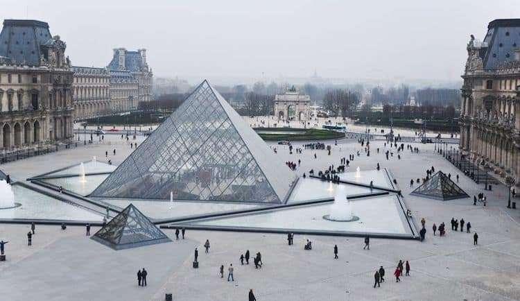 Piramide del Louvre di Parigi